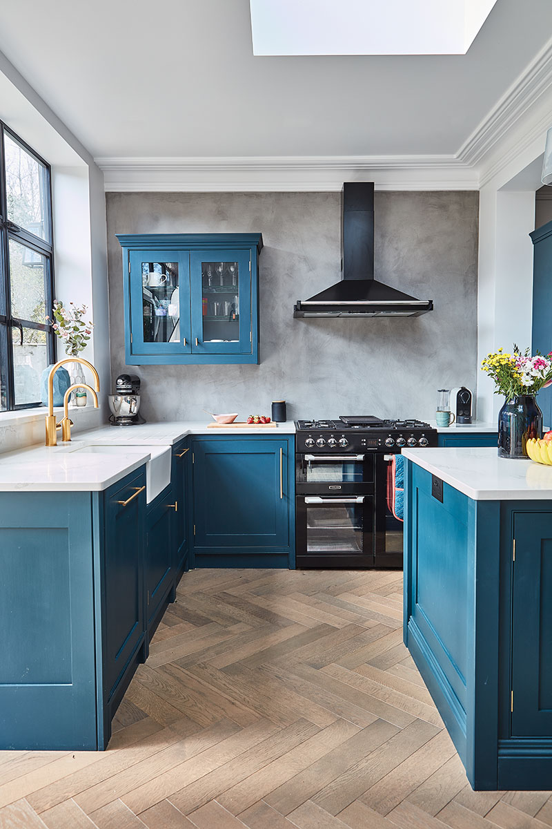 The kitchen includes a range cooker