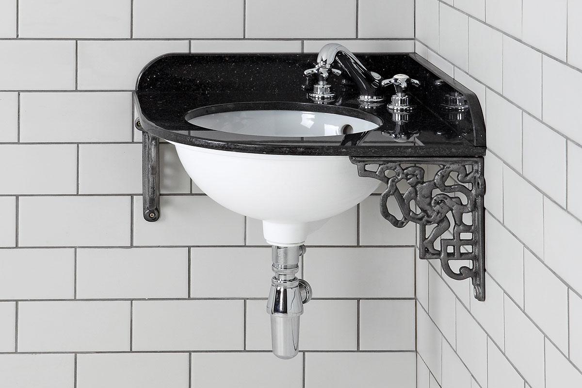 Traditional-look corner basin