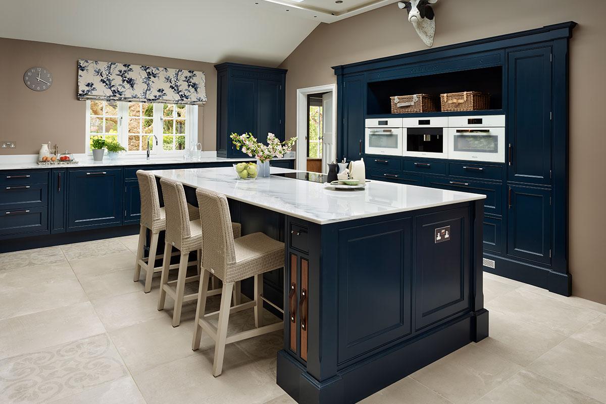 Traditional style bespoke kitchen in dark blue