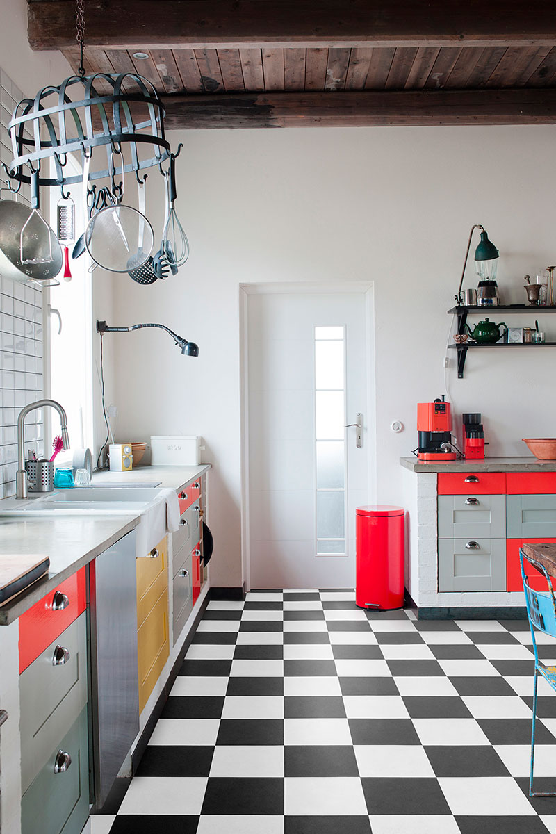 Checkered retro-look vinyl in a kitchen