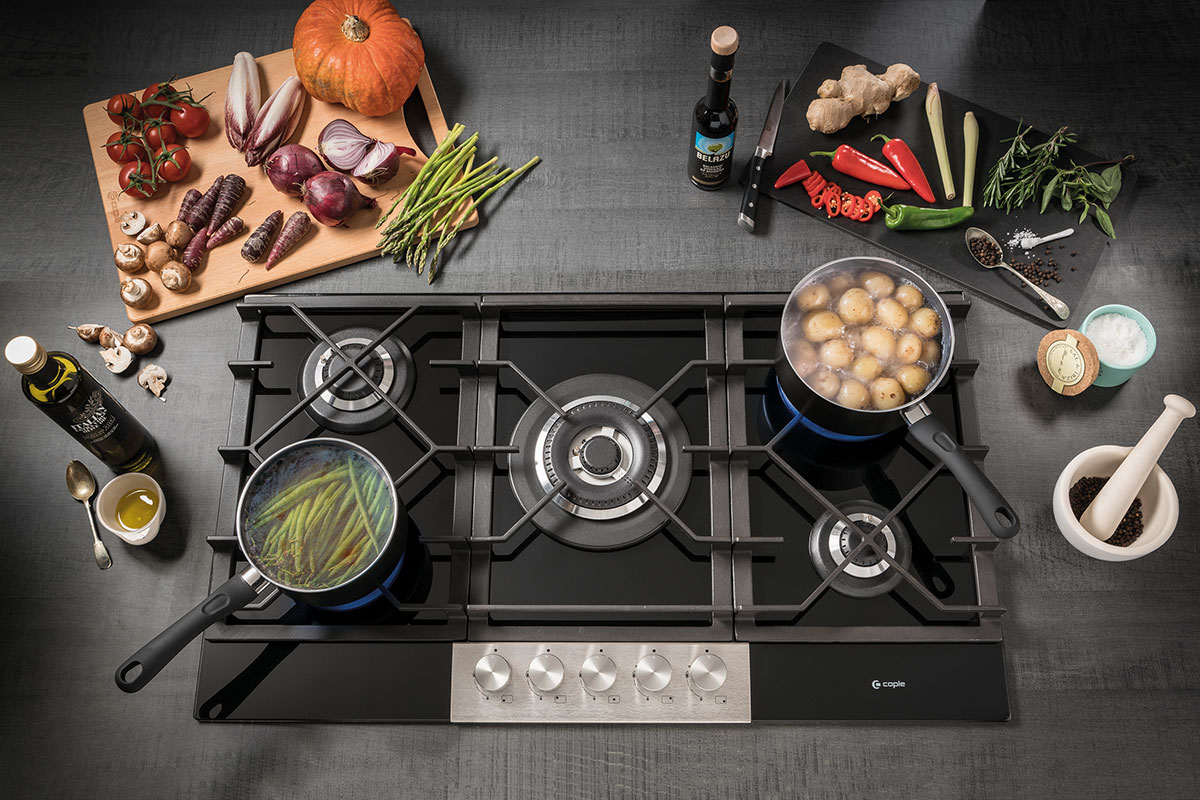 Professional style gas hob in black