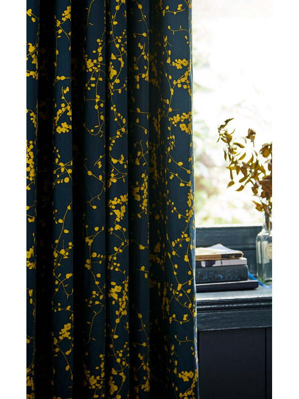 Patterned curtain fabric