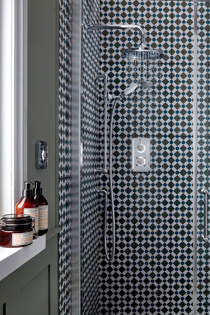 Enclosure with patterned wall tiles and digital shower