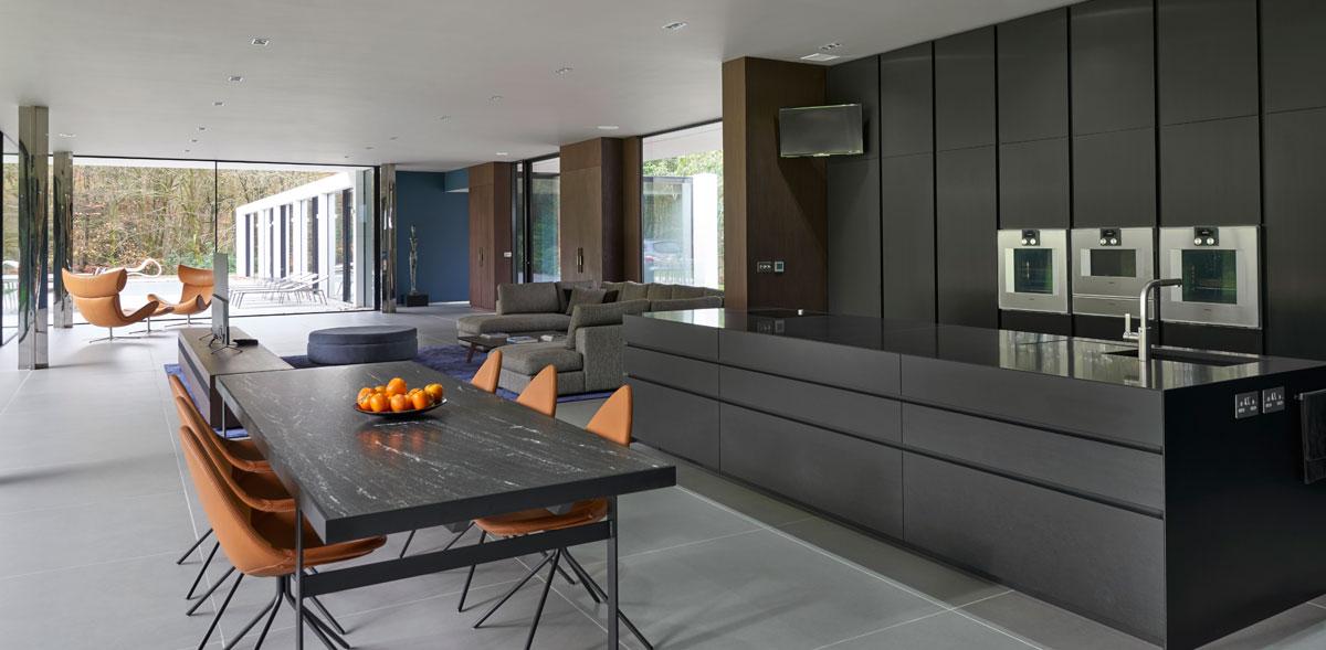 Handleless black kitchen