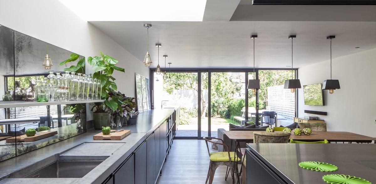 Black kitchen scheme