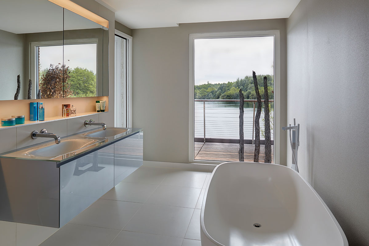The adjoining ensuite