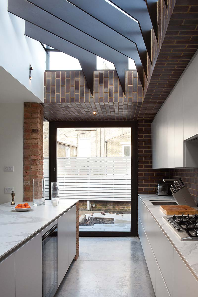 Side return kitchen extension with fins