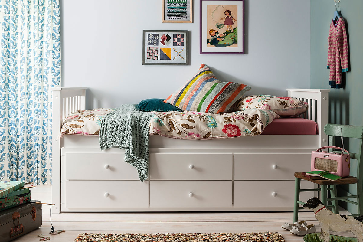 Renovate a small bedroom storage bed