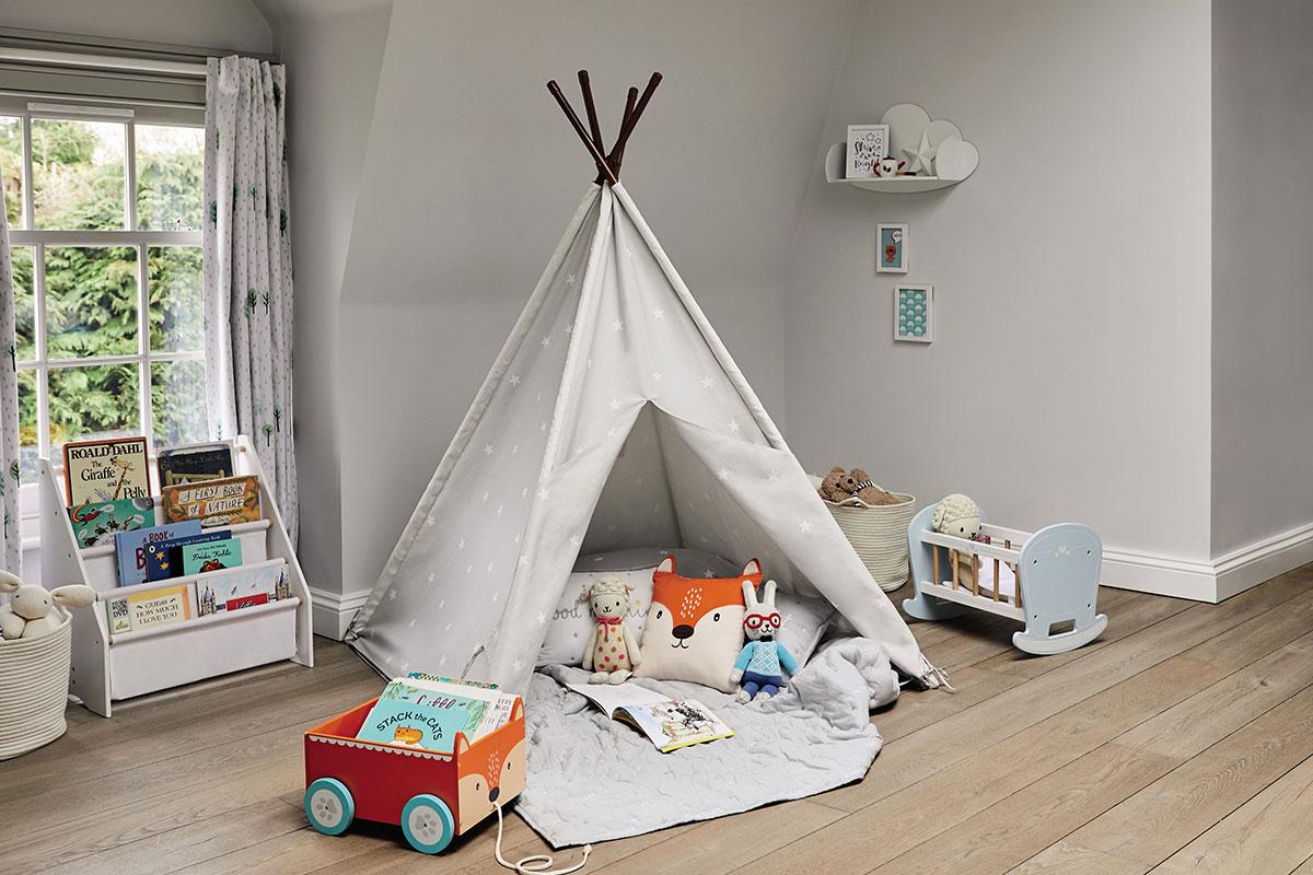 Bedroom teepee reading corner