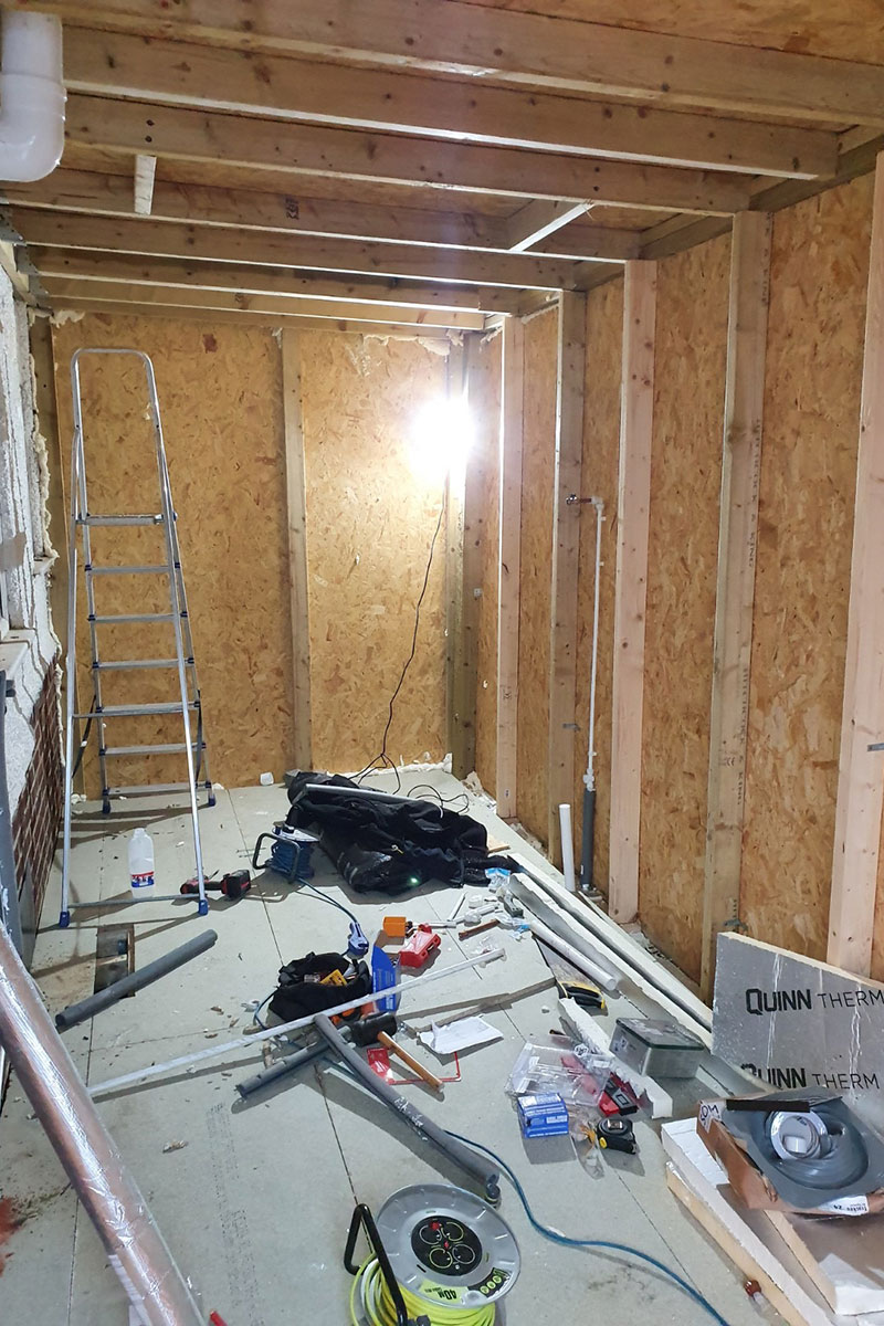 Side-extension insulated walls