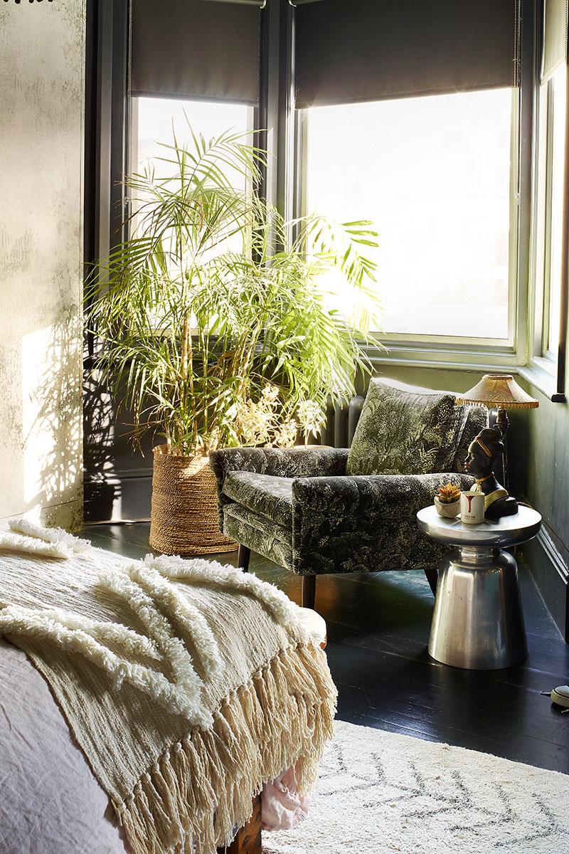 Suzi Saunders reading nook in bedroom