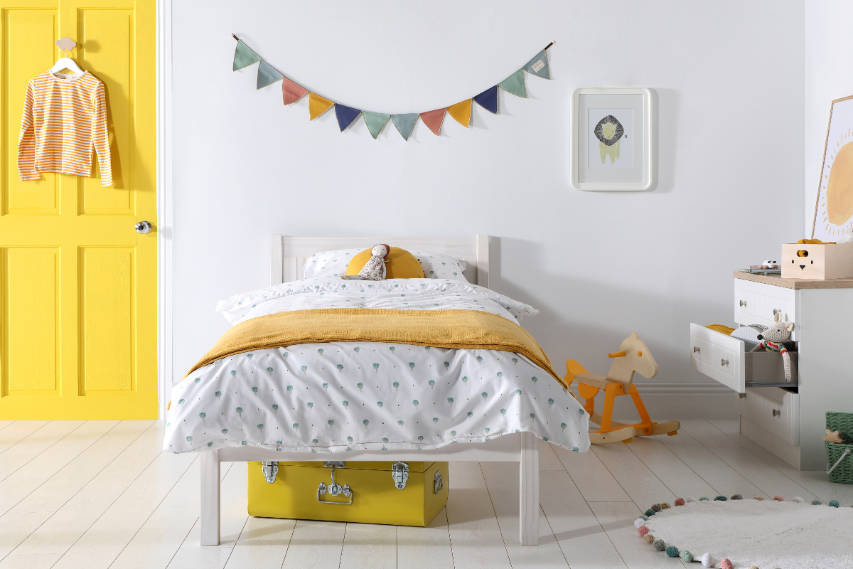 Kids' bedroom