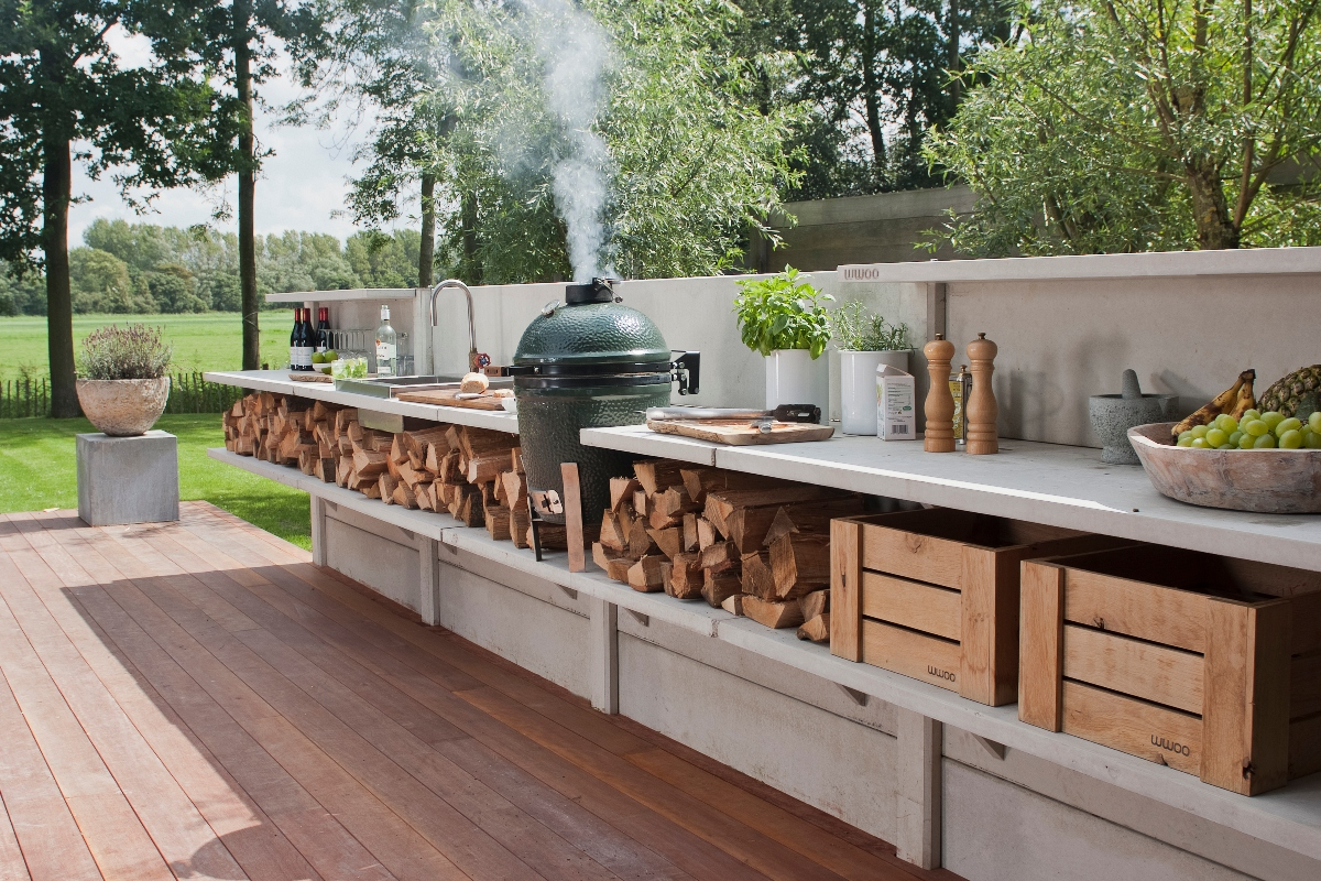 Fully-equipped outdoor kitchen