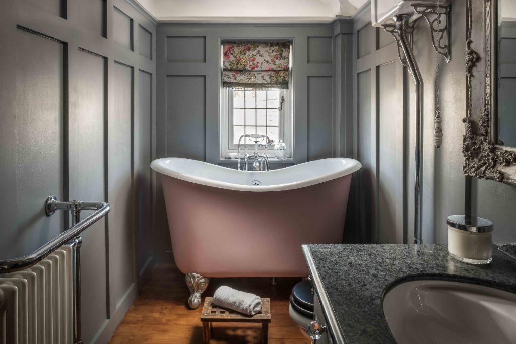 Compact bath